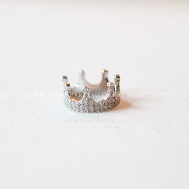 Fashion 4 Pcs Diamond Embellished Crown Patter Metal Ring