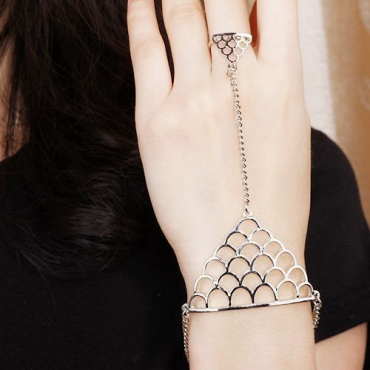Vintage Punk Styles Sliver Fish Scale Shaped Metal Bracelet