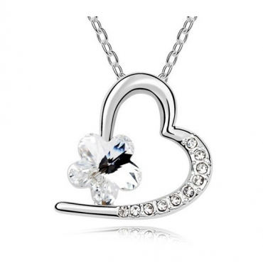 Fashion White Flowers Insert Heart Shaped Crystal Necklace