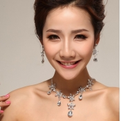 Fashion Sweet Flowers Shaped Crystal Wedding Jewel
