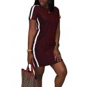 Ocio cuello redondo cuello de remiendo de vino rojo mini vestido de poliéster