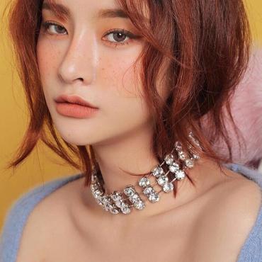 Fashion Rhinestone Decorative White Metal Necklace