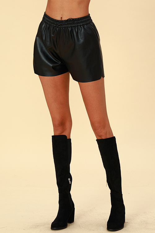 Lovely Chic Loose Black Shorts