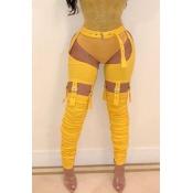 Graziosi Pantaloni Gialli Abbinati Alla Moda