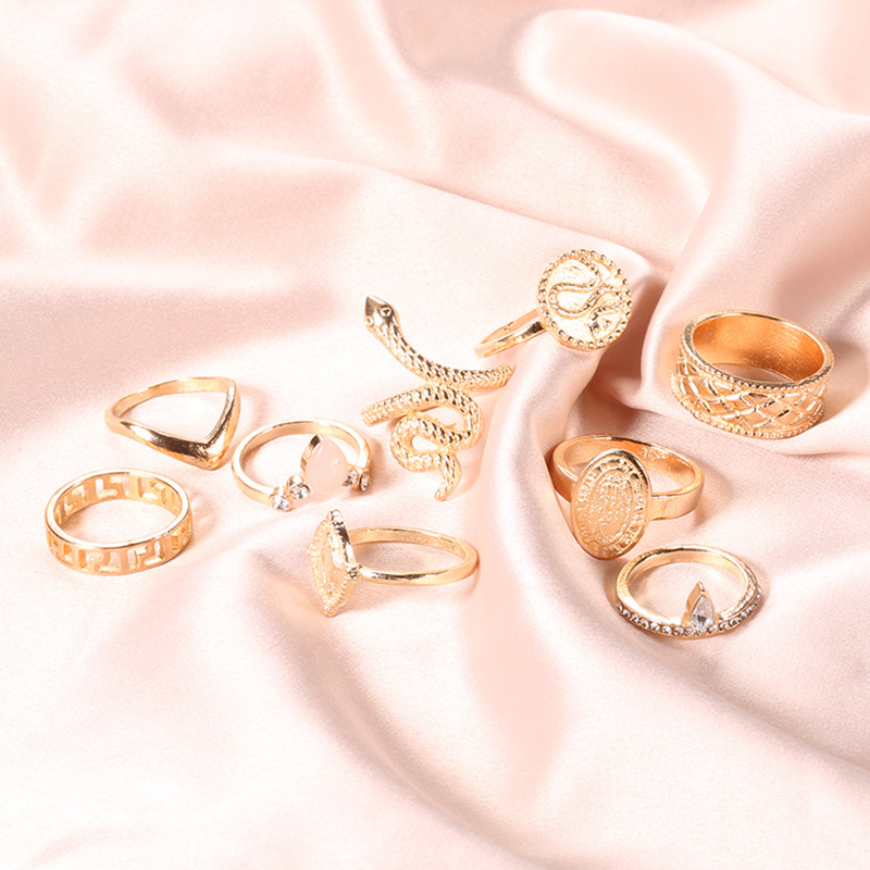 Lovely Stylish Gold Alloy Ring