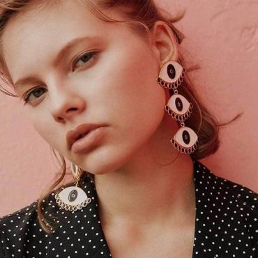 Lovely Vintage Eye Gold Earring