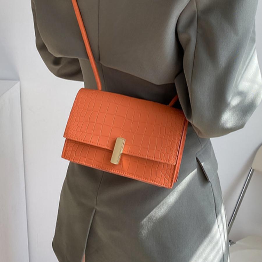 LW Casual Metal BuckleZipper Design Jacinth Crossbody Bag